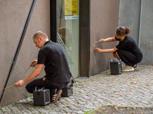 """Performance """"Resonanz"""" - Trio Geplante Obsoleszenz, willem schulz; Felix-Nussbaum-Haus, Osnabrück"""